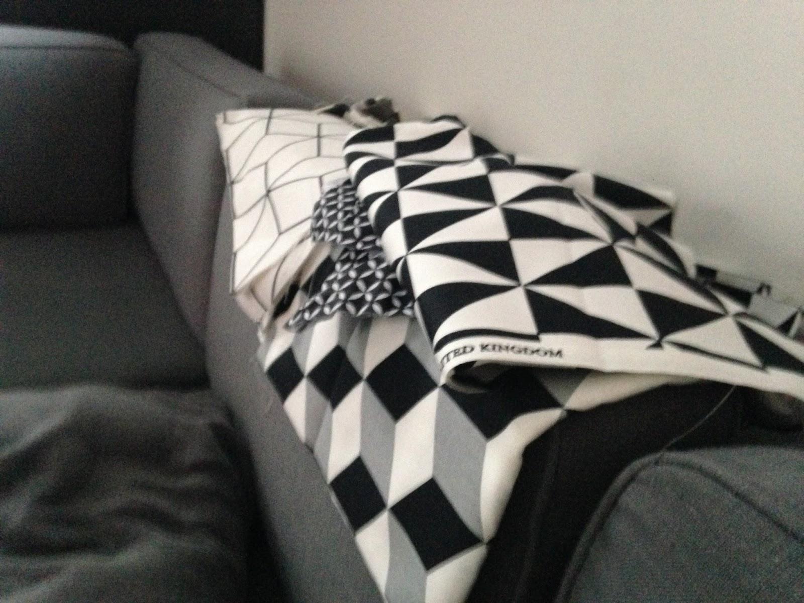 Donner Un Coup De Neuf à Ses Tabourets Ikea... Tout A Commencé Avec Ses Tissus  Du0027ameublement ...