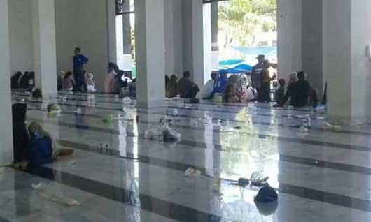 masjid agung syiarul islam kuningan penuh sampah