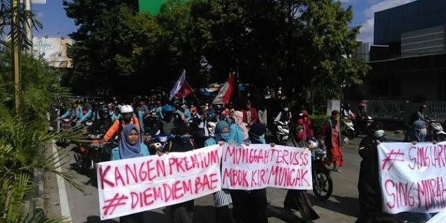 Protes Kenaikan BBM, Mahasiswa Ramai-ramai Isi Bensin 200 Perak