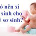 Có nên xi trẻ sơ sinh, rung lắc trẻ, ôm trẻ sơ sinh khi ngủ hay cho trẻ xem tivi không?