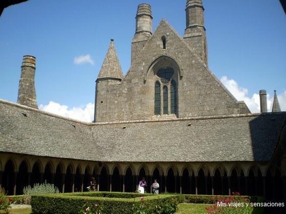 Claustro de la iglesia abacia, Monte Saint-Michel, Francia