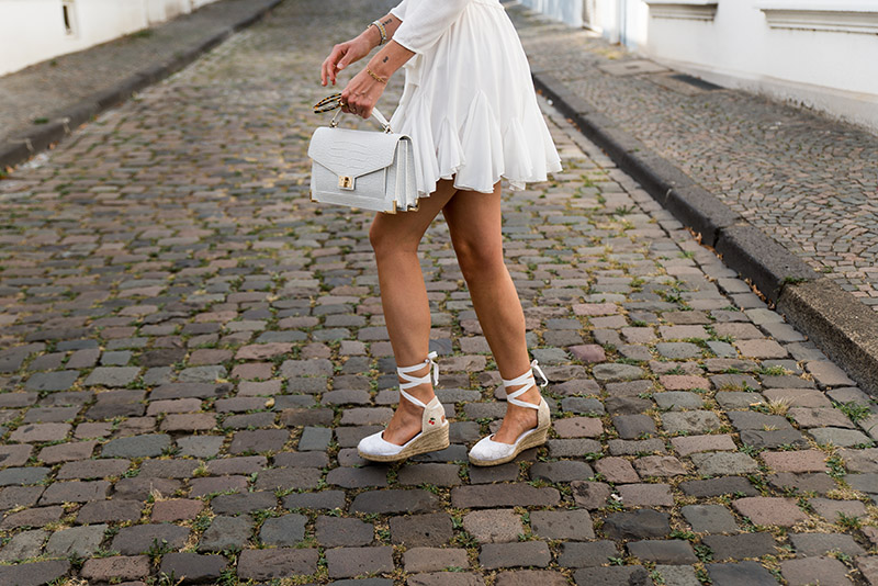 best-summer-shoes-which-shoes-for-summer-looks-white-espadrilles