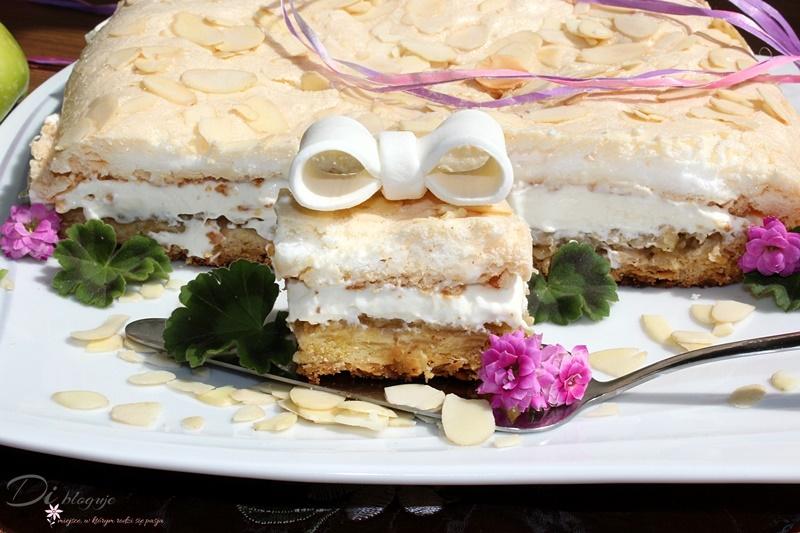 Migdałowe kruche ciasto z jabłkami, kremem mascarpone i bezą