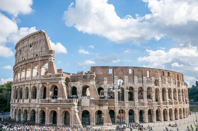المسرح الروماني في روما الكولسيوم من عجائب الدنيا السبع