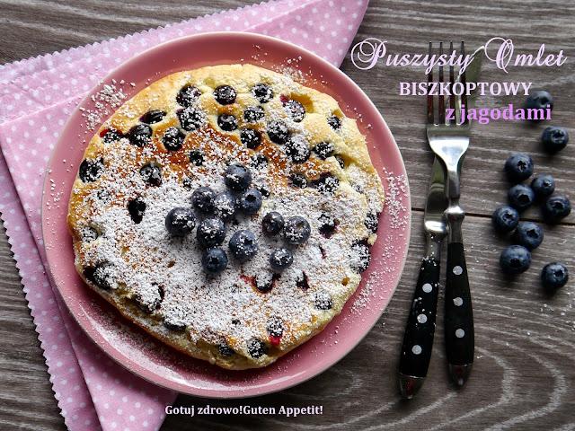 Puszysty omlet biszkoptowy z jagodami - pyszny - Czytaj więcej »