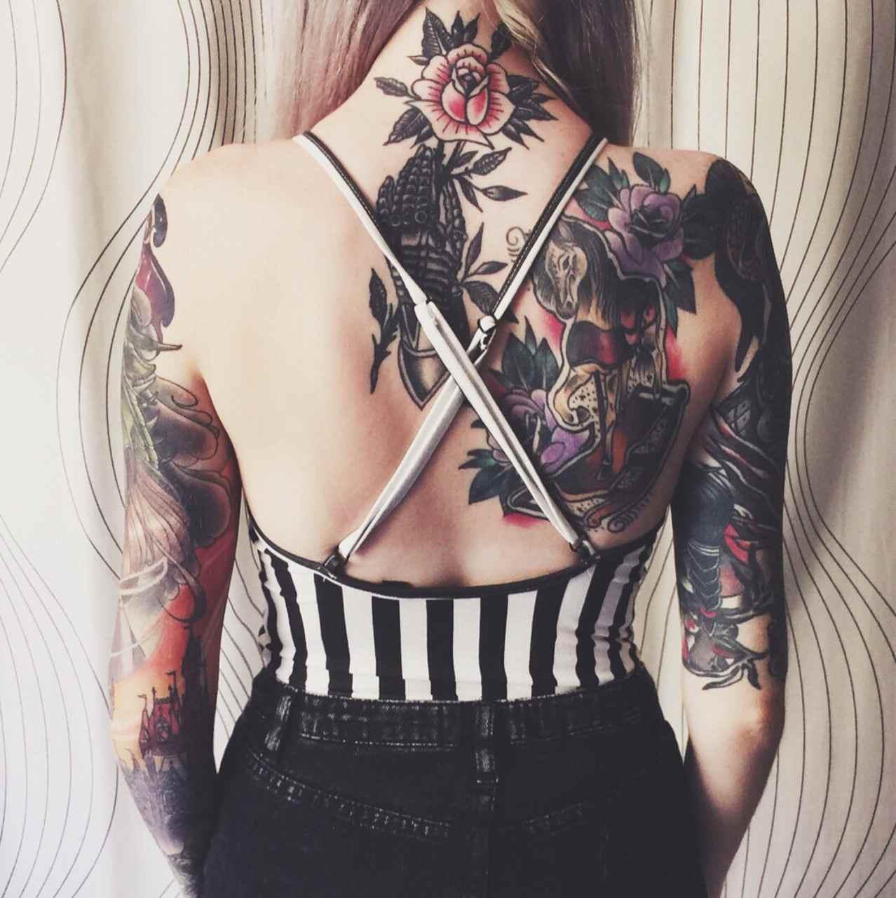 imagen de un tatuaje tradicional americano para mujer