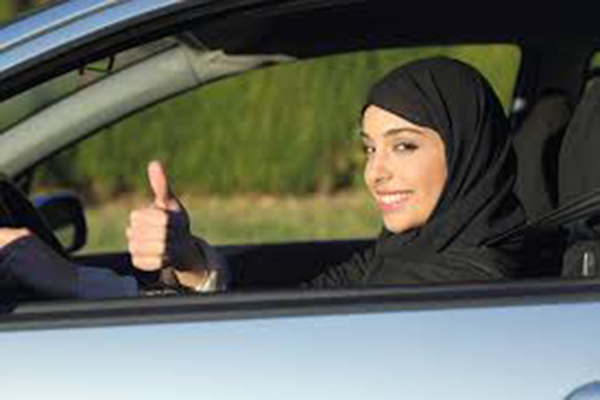 بداية العد التنازلي لقيادة المرأة بالمملكة
