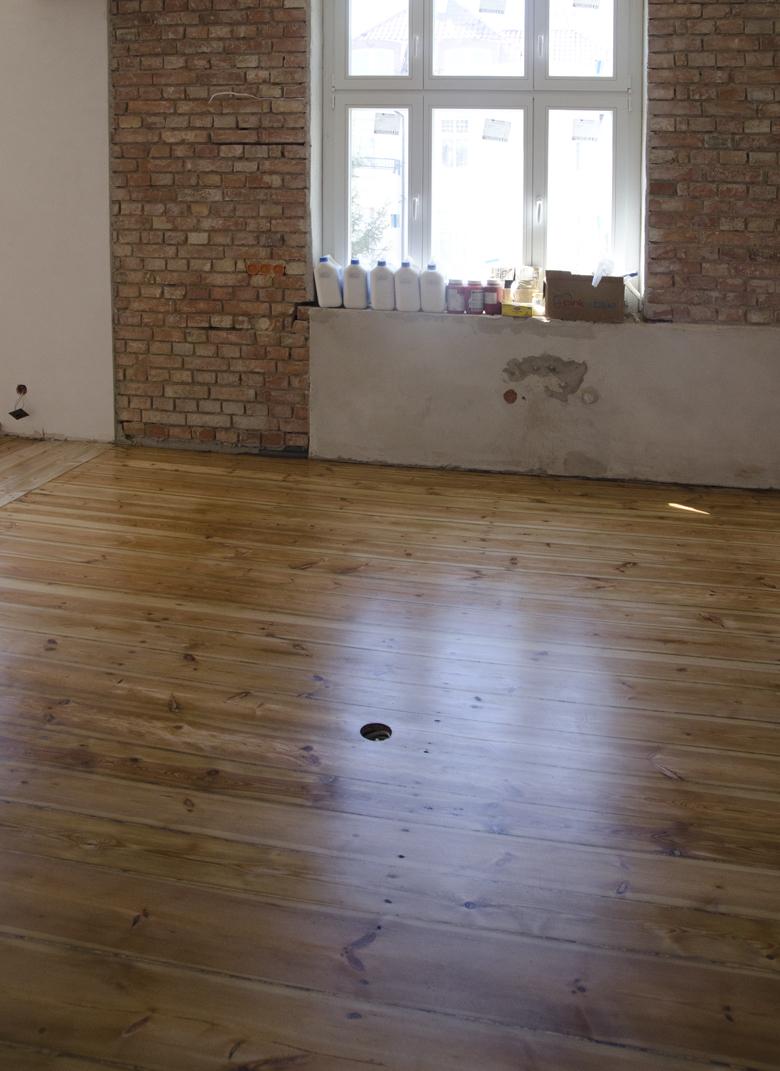 olejowana podłoga sosnowa w kamienicy