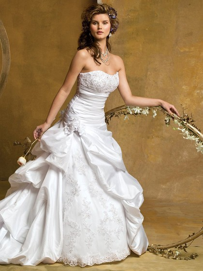 http://www.dressfashion.co.uk/product/princess-sweetheart-taffeta-chapel-train-ivory-appliques-wedding-dresses-4133.html?utm_source=minipost&utm_medium=1214&utm_campaign=blog