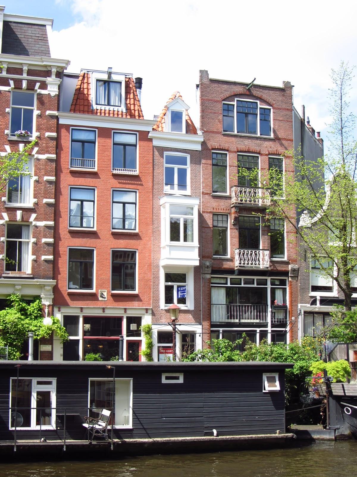 travel blogger amsterdam