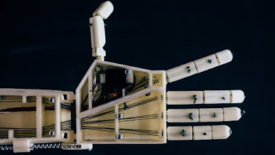 3D-printable robot arm is a sign language interpreter