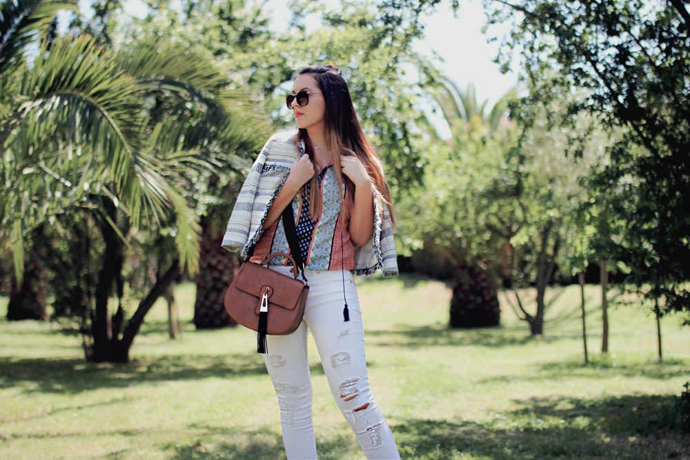 white jeans ripped hem fashion blogger outfit
