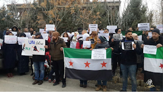 "Google translation of tweet: ""Pause for Aleppo, trapped in front of the UN OCHA office in the Turkish city of Gaziantep # Halb_tbad #StandwithAleppo"""