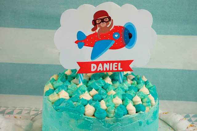 tarta con topper para fiestas infantiles