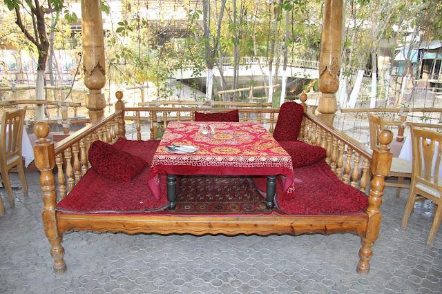 Ouzbékistan, Tachkent, chaïkhana Iwan, tapchane, tapshan, © L. Gigout, 2012