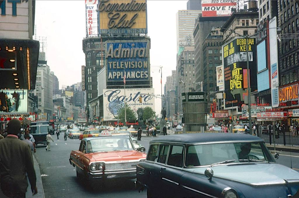 G Reenwich V Illage D Aily P Hoto Times Square 1964