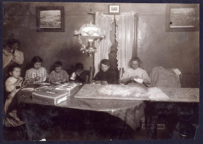 http://framinghammatters.blogspot.com/2014/02/1912-families-working-at-home-for.html
