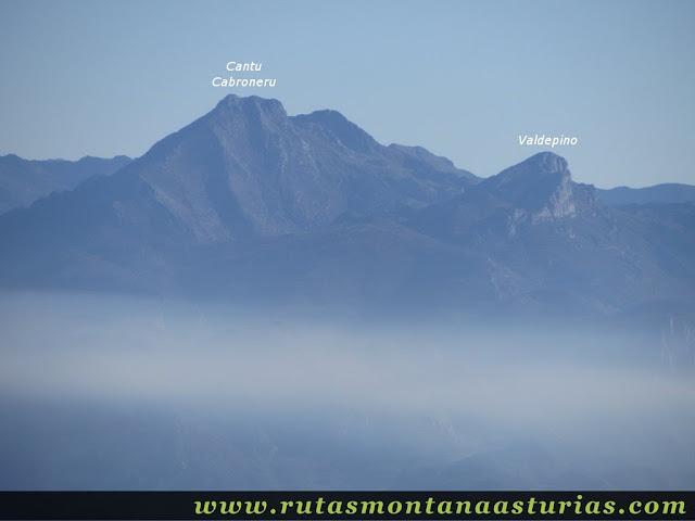 Ruta Pienzu por Mirador Fito y Biescona: Vista del Cantu Cabroneru desde el Pienzu
