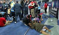 ΣΟΚΑΡΙΣΤΙΚΟ ΒΙΝΤΕΟ: Κατέρρευσε κερκίδα σε ποδοσφαιρικό αγώνα με πολλούς τραυματίες...
