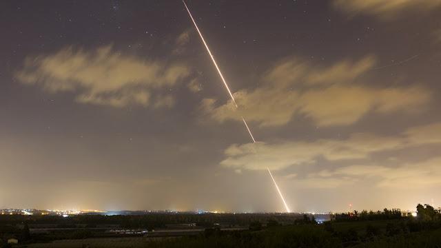 Israel responde con misiles a los ataques masivos desde la Franja de Gaza