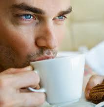 gambar cara menyajikan kopi luwak sebelum diminum