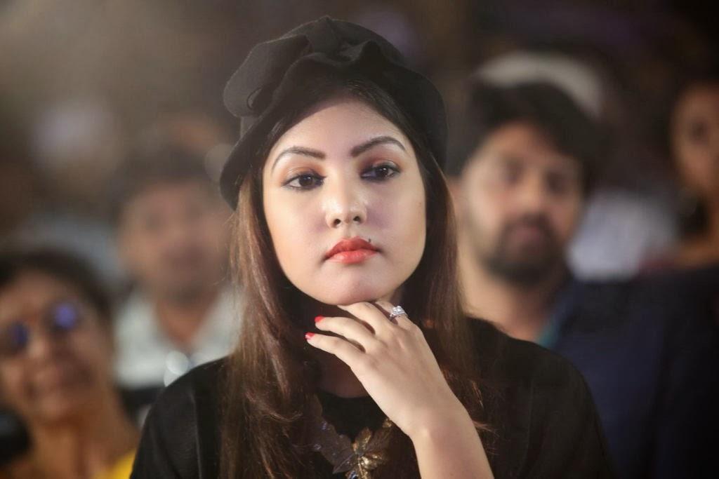 Hot and sexy Komal jha hot photo gallery