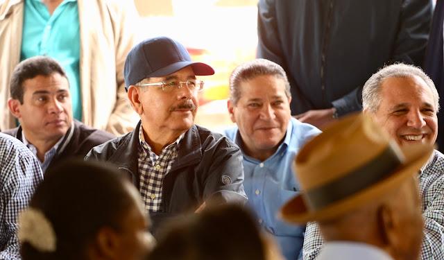 VS 197. Danilo Medina ofrece apoyo a productores de especias de La Cuaba, Pedro Brand