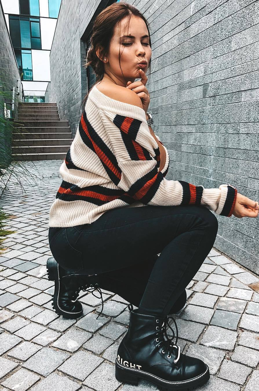 simple outfit idea for this season_striped sweater + black skinnies + boots