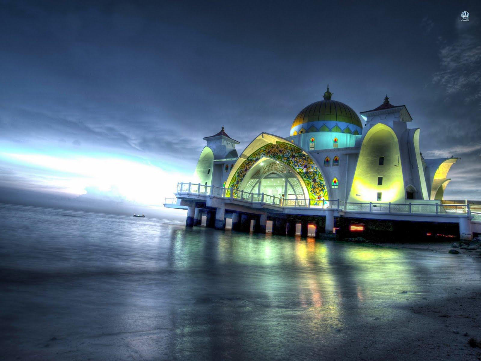 Masjid Selat Melaka Pada Waktu Malam