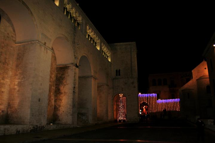 monumento, basilica, Basilica di S. Nicola a Natale, Bari, luminarie