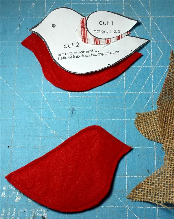 Ornamento do Natal de DIY fácil, feltro e decoração do pássaro de serapilheira por refabulous