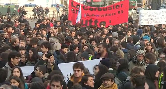 Estudiantes toman las calles de París contra las nuevas tasas de educación de Macron