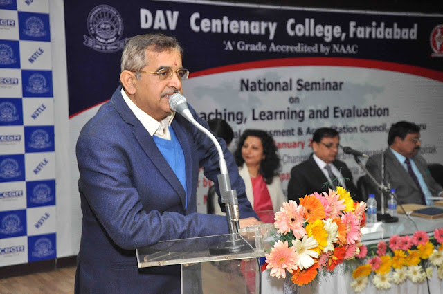 Organizing National Seminar on 'Teaching, Learning and Evaluation' at DAV College, Faridabad