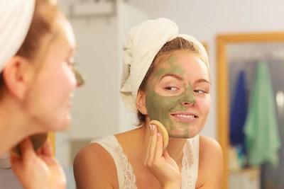 Masques avec de l'argile pour éliminer l'acné