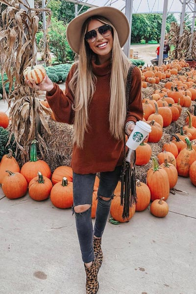 21 Fall Clothing Ideas That are Anything but Boring | Tunic + High Rise Skinny Jeans + Sam Edelman Leopard Bootie