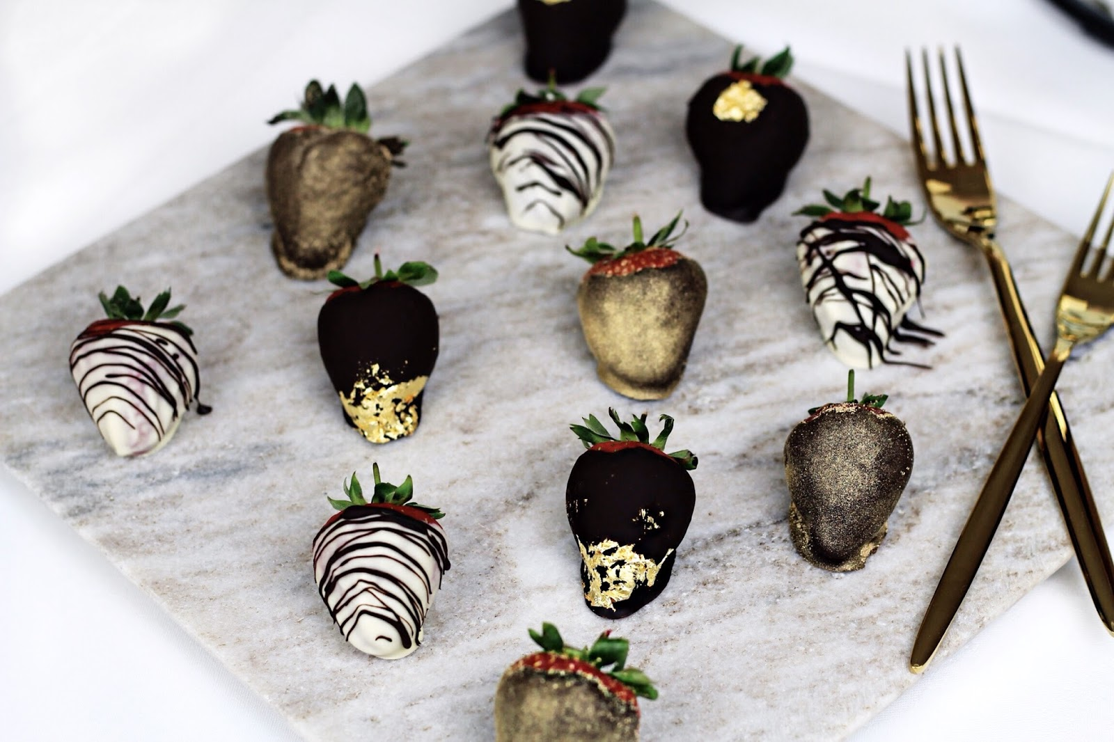 Luxurious Chocolate Dipped Strawberry Blog Ideas