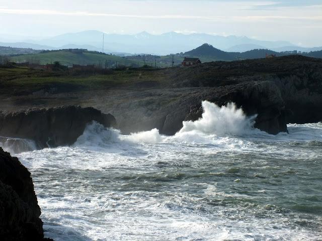 momento de olas en Santander