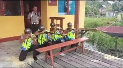 Video Lucu 4 Polisi Saat Latihan Menembak Ini Bikin Ngakak