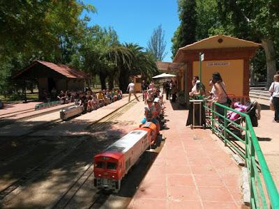 Trenes en la Estacion de Can Mercader