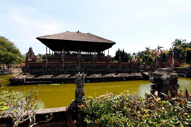 El pabellón principal de Taman Gili