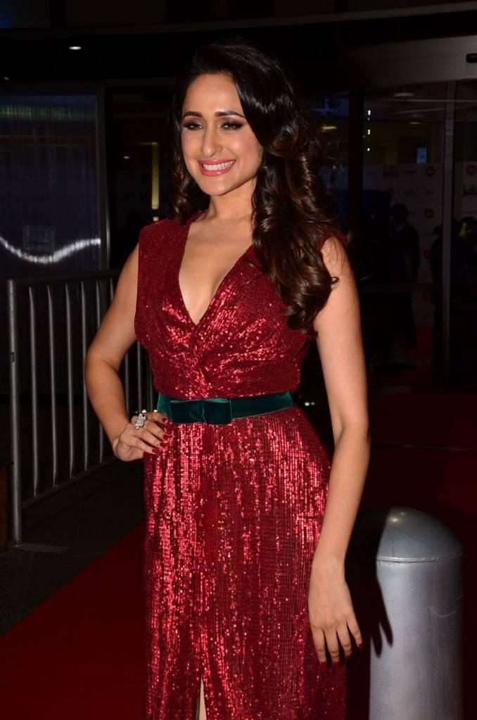 Pragya Jaiswal At 64th JIO Filmfare Awards 2017 Stills