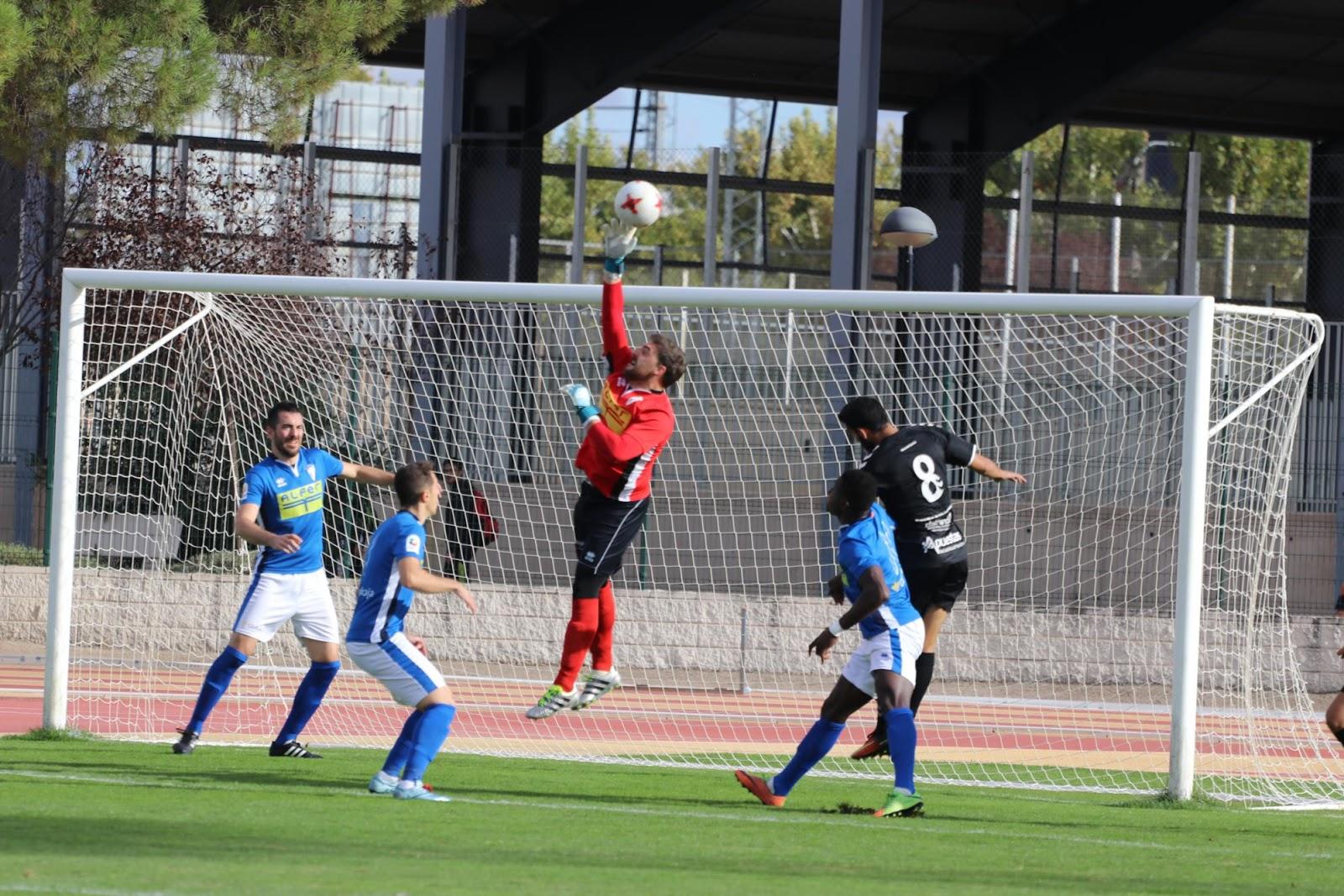 Sergio no pudo evitar la goleada (Foto Juan Gallardo)