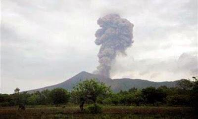 Explosion sur le volcan Telica, 25 septembre 2013