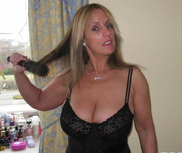 divina milf 899 211 261 matura ragazza hotline telefono erotico