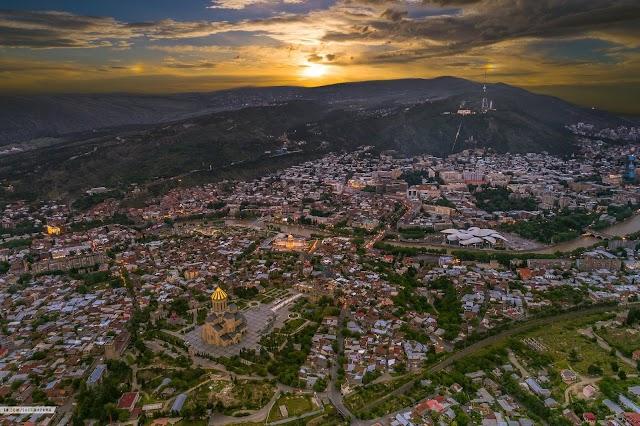 Тбилиси вечером. Вид с высоты птичьего полета
