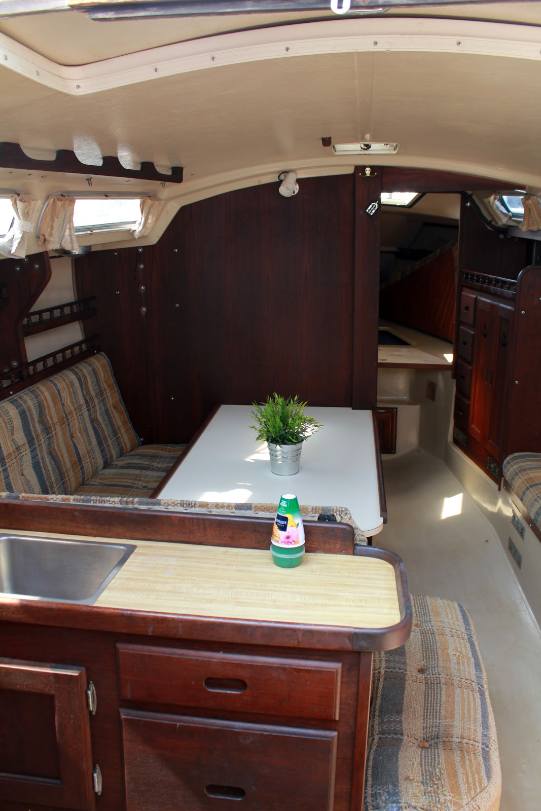 Interior: Georgetown Catalina 30 For Sale: Interior Photos