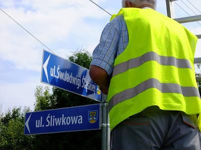 Znalezione obrazy dla zapytania tabliczki z nazwami ulic lipowa i okolice