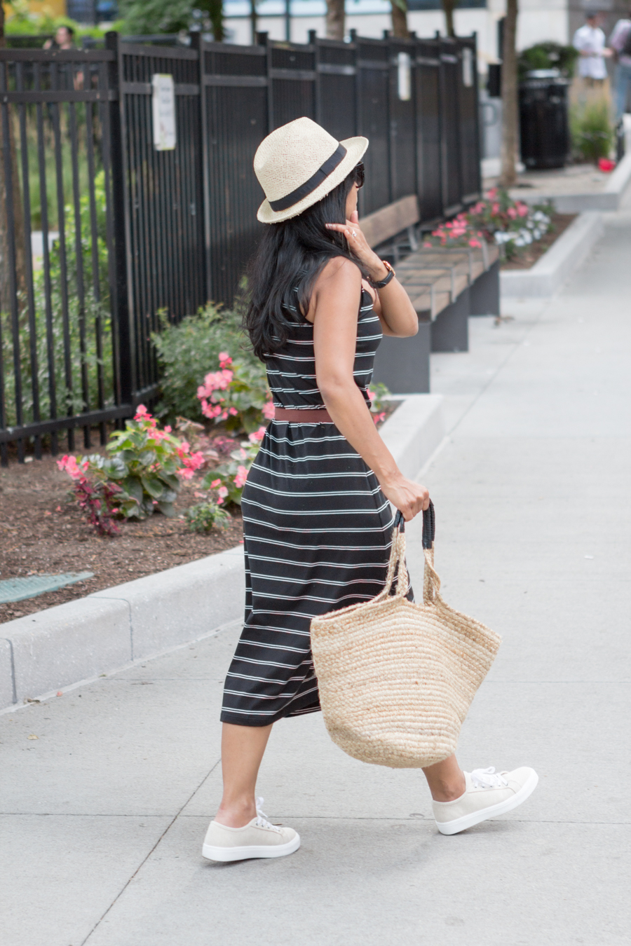 stripes, summer style, sleeveless dress, tank dress, sneakers, platform, casual outfit, petite fashion, uniqlo, h&m, straw tote, mommy style, comfortable outfit