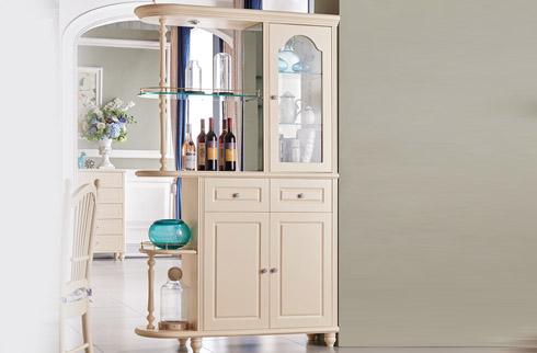 Chia sẻ cách vệ sinh bảo quản tủ rượu phòng khách tại nhà hiệu quả