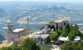 Vistas de la Ciudad de San Marino desde Fortaleza de Guaita.